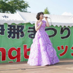 ■水森かおりが長野・伊那まつりで歌唱イベント。伊那市観光大使として地元ファンらの前で新曲など4曲熱唱