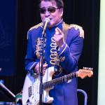 ■レーモンド松屋がメジャーデビュー10周年記念ライブツアーのファイナルを東京・浅草花劇場で。GS曲など16曲熱唱