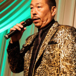 ■吉備麿が地元・岡山県で開催の「吉備麿 歌謡祭」に入院先から駆けつけ、新曲「おとこのグラス」を熱唱