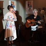 ■アジアの歌姫・亜留辺が東京・赤坂で20周年記念感謝ライブ。歌手仲間の福田みのるがお祝いに