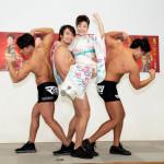 ■中村美律子が新曲「鬼の背中」発売イベント。筋肉美を誇るグループ「マッチョ29」のメンバー3人が応援に