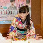 ■望月琉叶が東京・雷5656会館で25歳のバースデーコンサート。民族ハッピー組もお祝いに。演歌歌手2年目の目標は紅白歌合戦